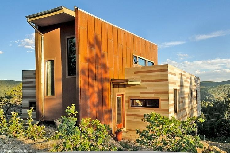Casa construida con conternedores studio h t for Arquitectura y diseno de casas