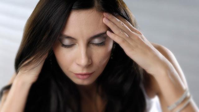Científicos revelan por qué las mujeres sufren de migraña más frecuentemente que los hombres
