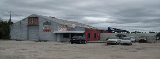 Comercios y talleres en la SR 50