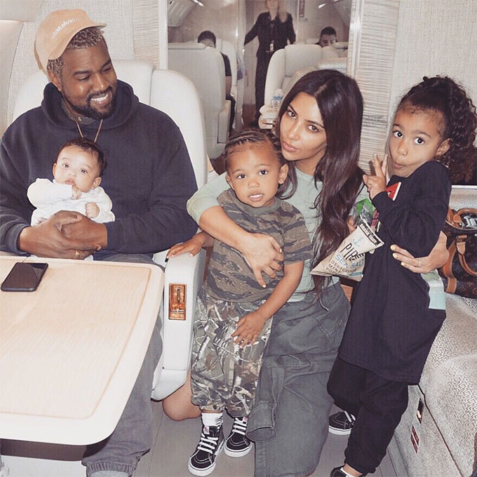 Kim Kardashian: 'Đôi khi cảm thấy bấn loạn vì 3 đứa con cùng khóc' -1