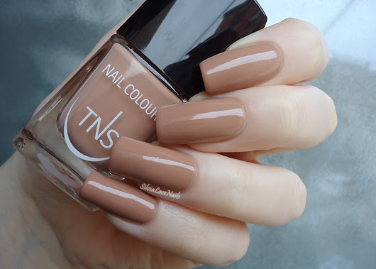 Silvia Lace Nails: TNS Cosmetics - Nude Look