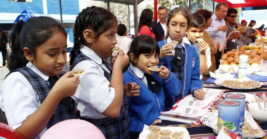 Quioscos y comedores de colegios no podrán vender comida chatarra (R. M. Nº 195-2019/MINSA)