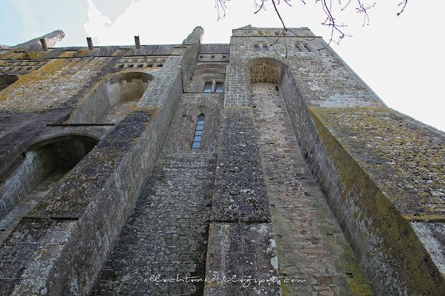 Niezdobyte opactwo Mont Saint-Michel, które później stało się więzieniem