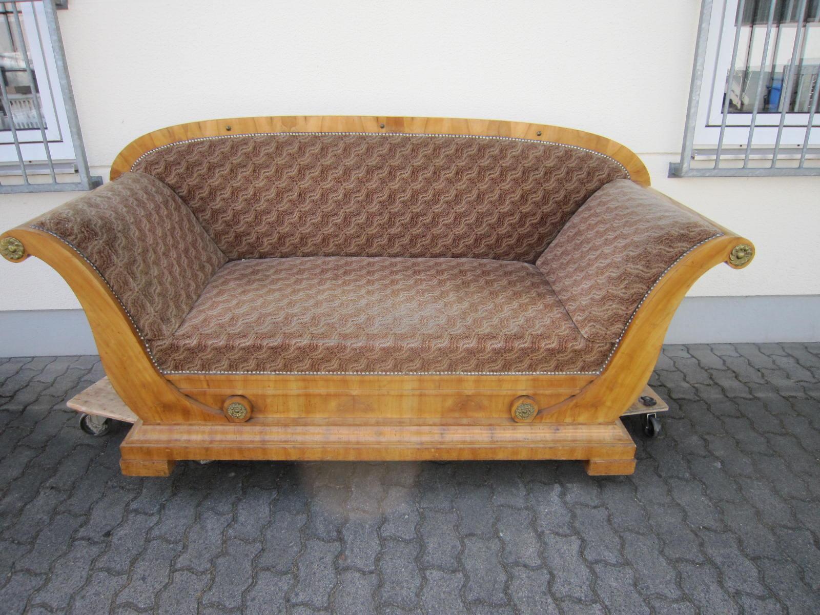 antiquit ten im taunus restaurierung eines fr hen biedermeier sofa s. Black Bedroom Furniture Sets. Home Design Ideas