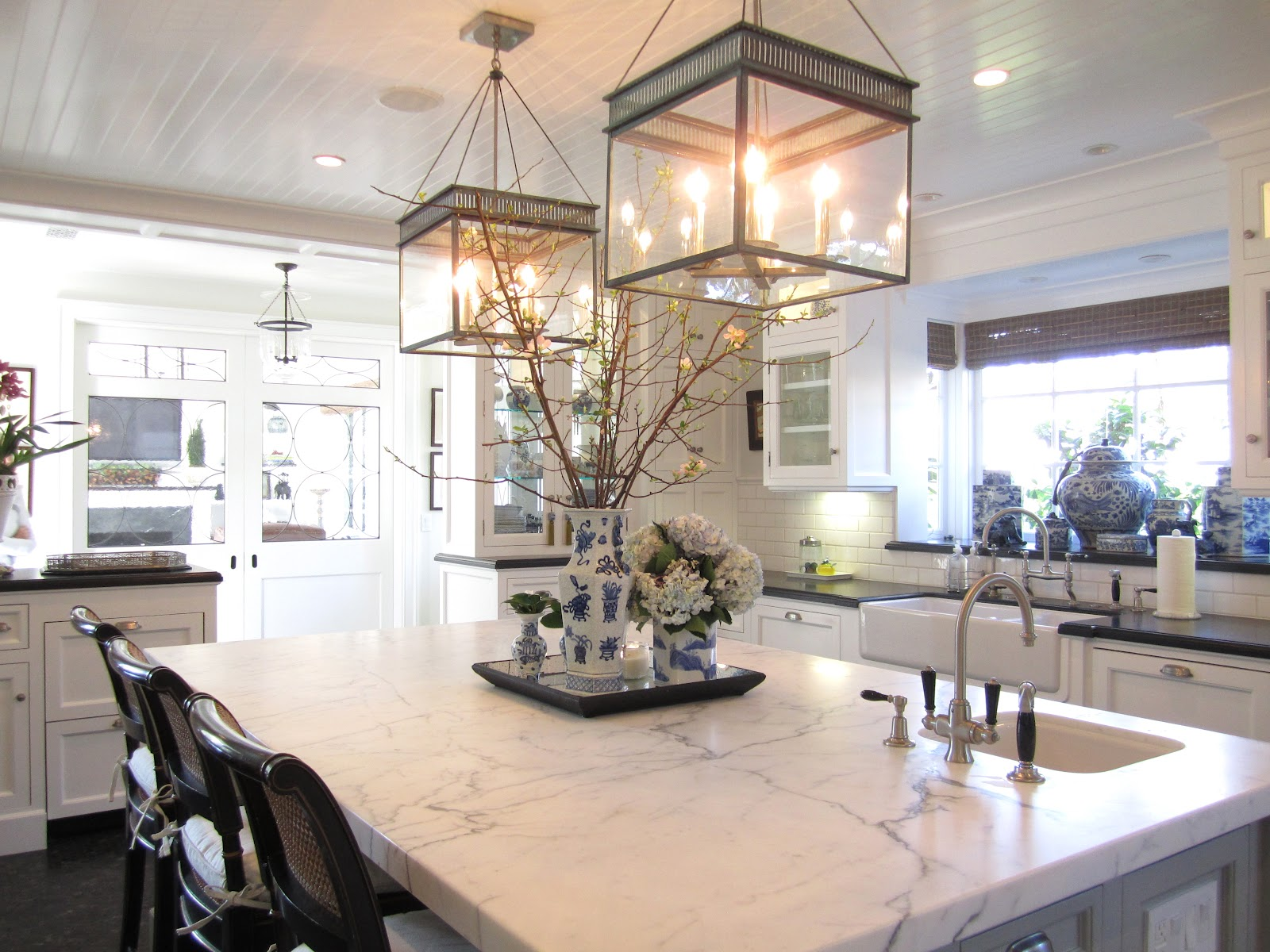 Decorating A Kitchen Island Classic Casual Home Kitchen Island Décor And
