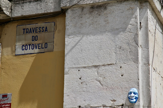 ghostly head on a Lisbon street,Lisbon, Portugal:  Pic: Keratin Rodgers/msmarmitelover