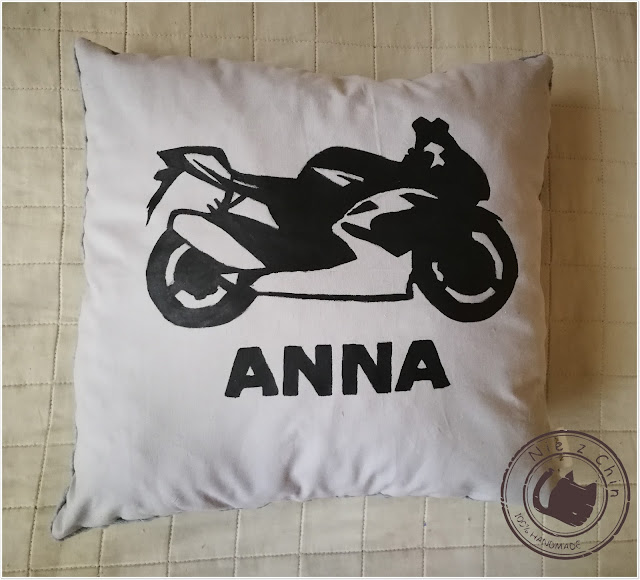 Poduszka motocyklistki Anny
