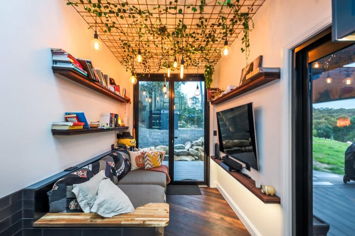 05-Living-Room-Matt-Hobbs-Large-Tiny-House-on-Wheels-www-designstack-co