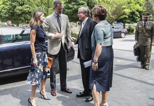 Queen Letizia wore Hugo Boss Viplisa Skirt and Magrit Hawa Leather Pumps and she carried Hugo Boss clutch bag