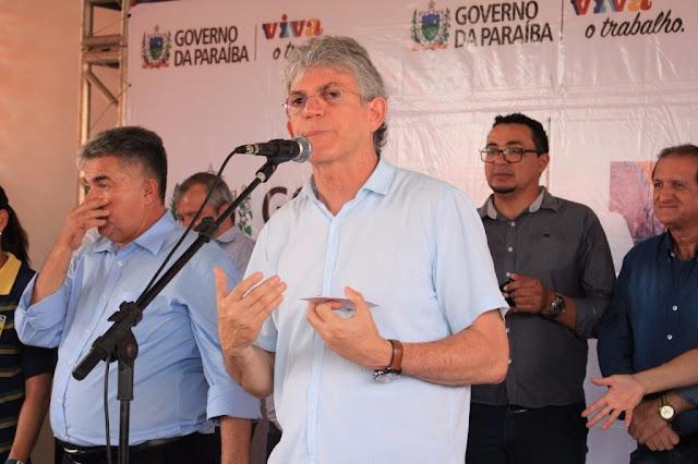 Ricardo entrega obras e assina contratos do Empreender PB no Sertão