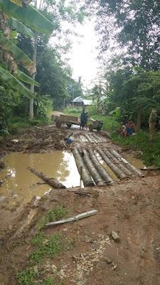 Jalan Penghubung Desa Ini Rusak Parah