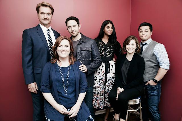 Alguns dos atores que interpretam personagens principais na série Crazy Ex-girlfriend.