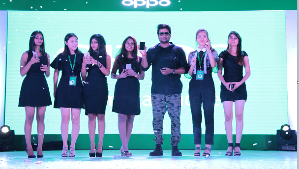 OPPO Steps up the Selfie Revolution with the latest Selfie Expert,OPPO F1s Actor Madhavan.