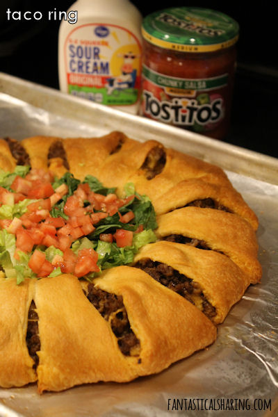Taco Ring // This recipe is a fun new way to serve up tacos and is perfect for a party or get-together. #recipe #maindish #taco #beef