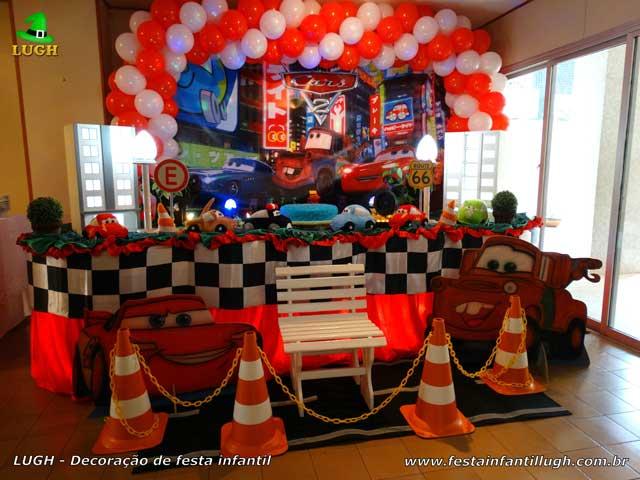 Decoração Carros tradicional, mesa de tecido tema Carros para festa de aniversário infantil masculina