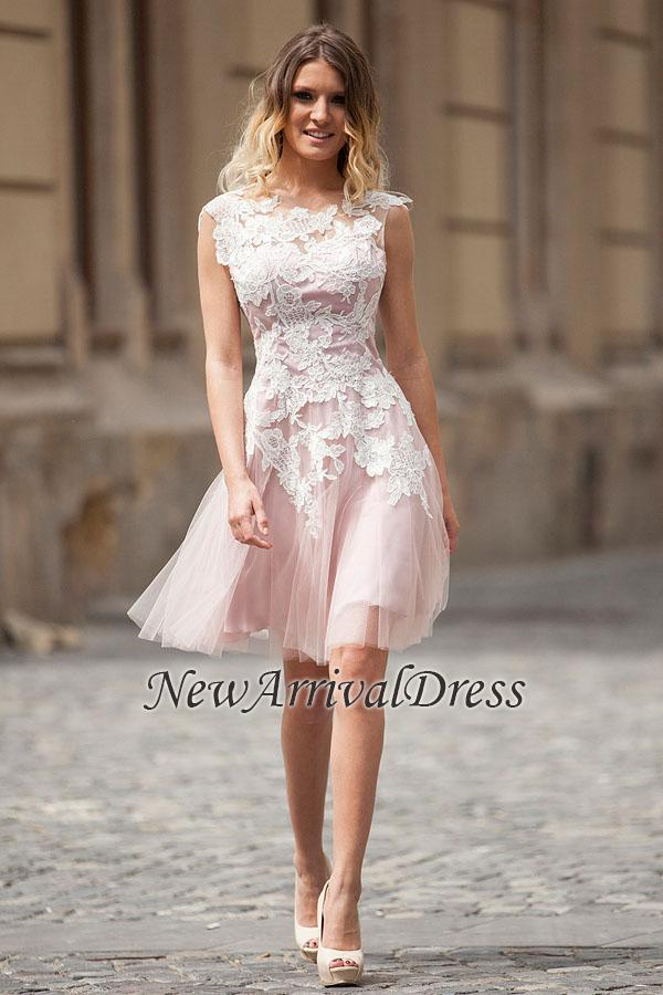Sleeveless Elegant Short A-Line Tulle Appliques Homecoming Dresses