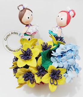 Flores e fofuchinha de eva