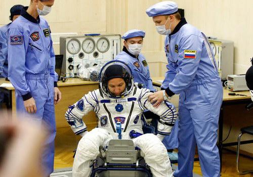 Tinuku Soyuz takes three crew to space station