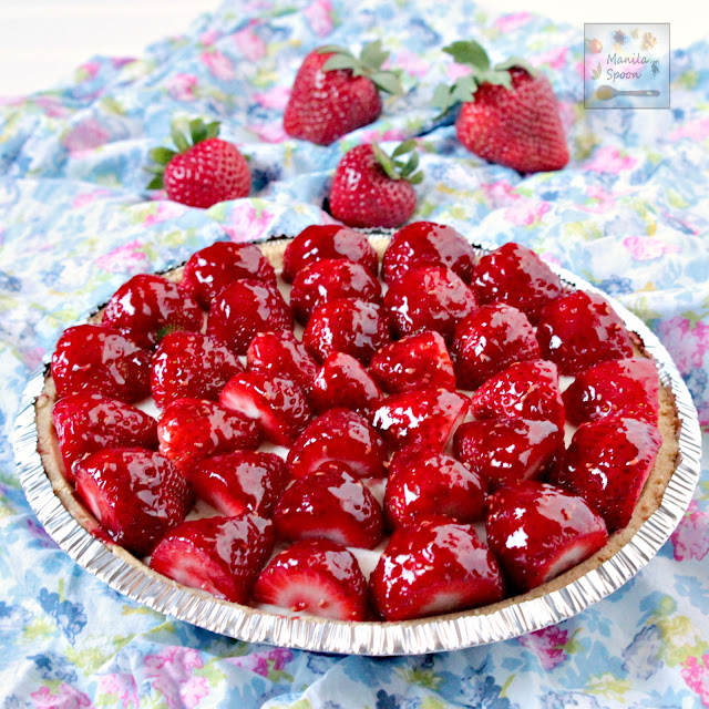 Glazed fresh and juicy strawberries and luscious white chocolate cheesecake make up this ultimate summer pie! NO BAKE, easy and delicious recipe that will make everyone happy! | manilaspoon.com