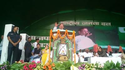 गांधी मैदान में शरद यादव जमकर गरजे कहा  देश जुमलों से नहीं चलेगा...