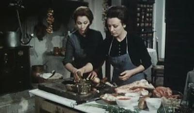 Aurora Bautista y Esperanza Roy en una secuencia de Una Vela para el Diablo