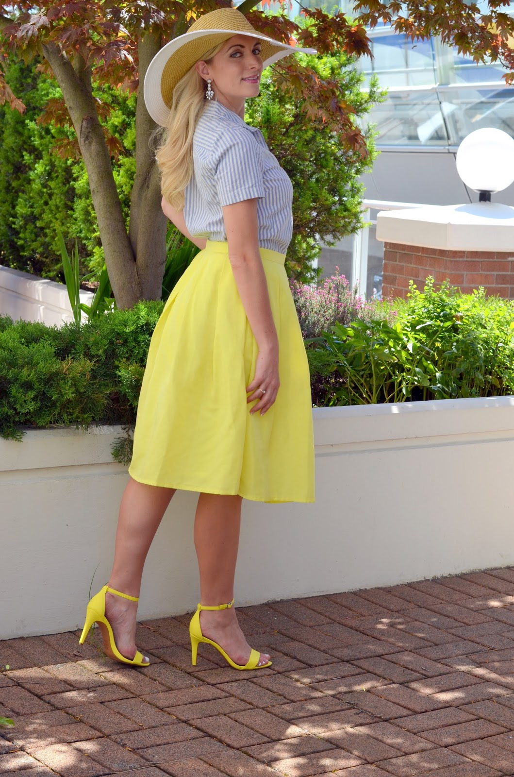 what-to-wear-with-a-yellow-skirt