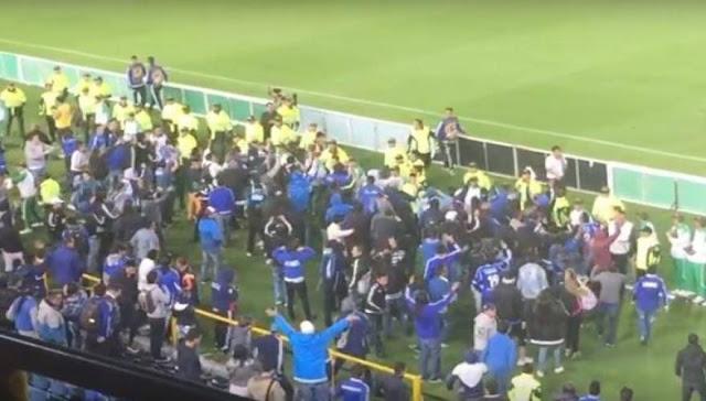 Κολομβία: Οπαδοί εισέβαλαν στο γήπεδο κυνηγώντας τους ποδοσφαιριστές - Ένας νεκρός [βίντεο]