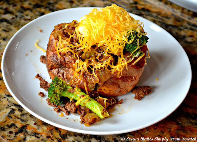 Easy Fully Loaded Baked Potatoes filled with taco seasoned ground beef, broccoli, sour cream and cheese.