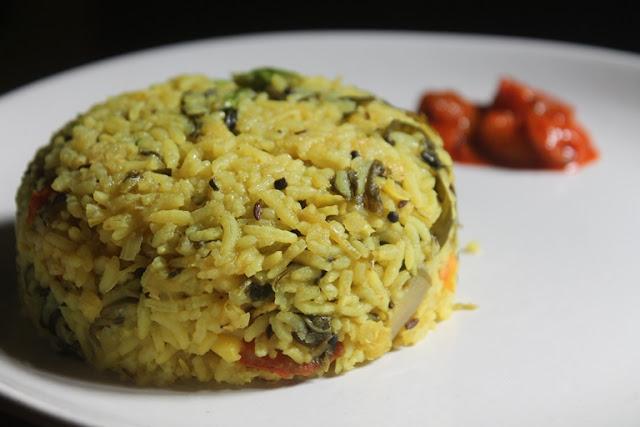 Arisi Paruppu Sadam Recipe - Healthy Dhal Spinach Rice Recipe