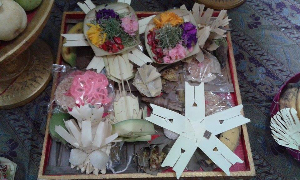 Tetandingan Banten Bali Tumpeng 5 Pitu N Sanga Solas