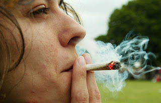 Наркотическая зависимость начинается с легких наркотиков?