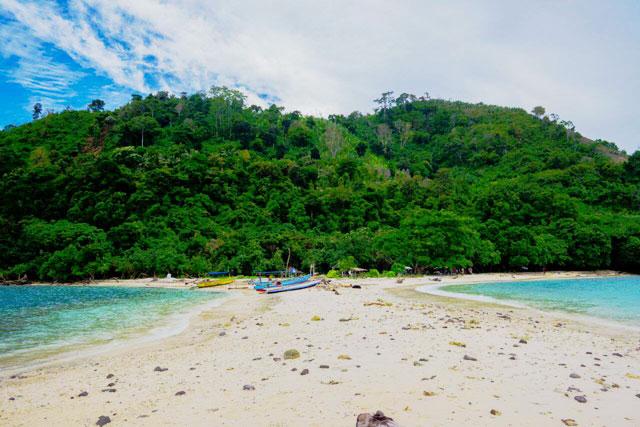 pantai mengkudu island