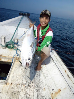 Mancing strike di Ataka Reef
