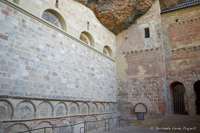 Monasterio de San Juan de la Peña, panteón de nobles, por El Guisante Verde Project