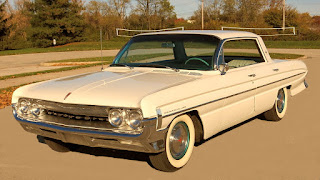 1961 Oldsmobile Dynamic 88 Front Right