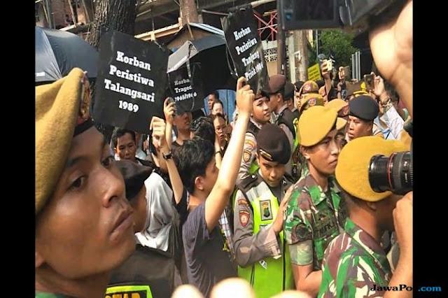Diadang TNI-Polri, Korban Kekerasan HAM Sebut Rezim Jokowi Represif