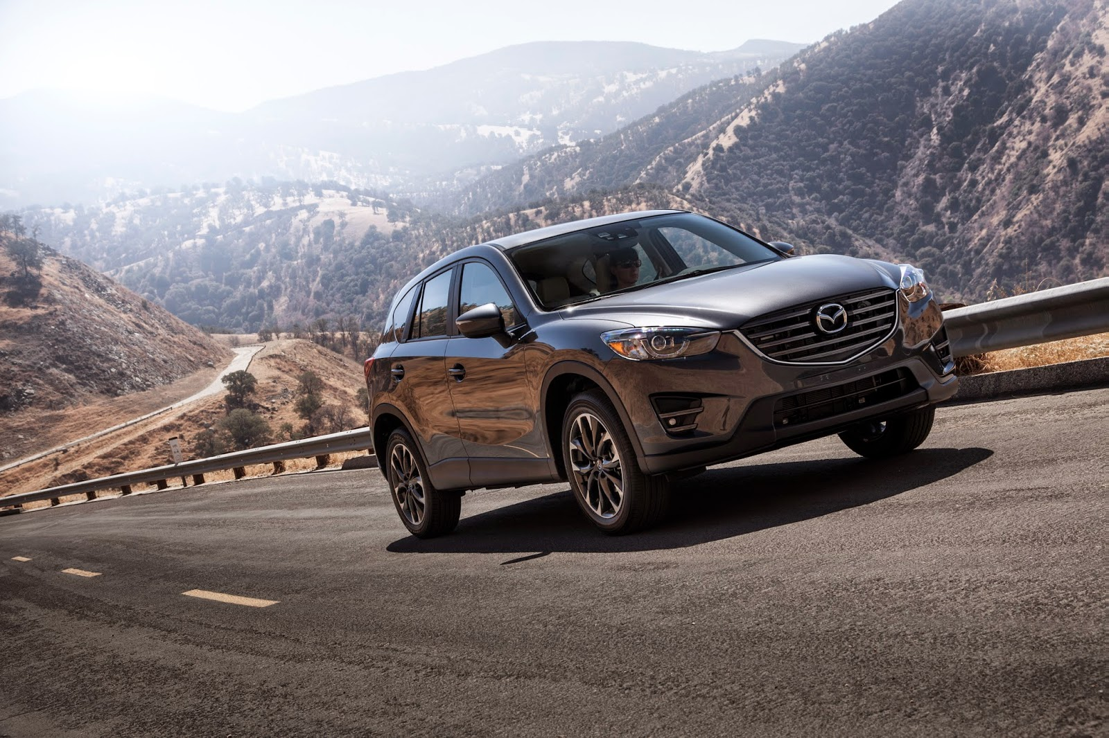 Front 3/4 view of the 2016 Mazda CX-5 Grand Touring