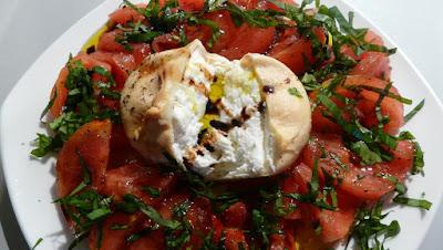 Burrata geräuchert mit Tomaten
