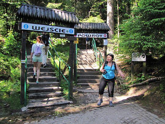 Początek i koniec trasy turystycznej po Szczelińcu Wielkim.