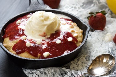 VANILLA CUSTARD WHITE CHOCOLATE SUGAR COOKIE SKILLET WITH STRAWBERRY SAUCE