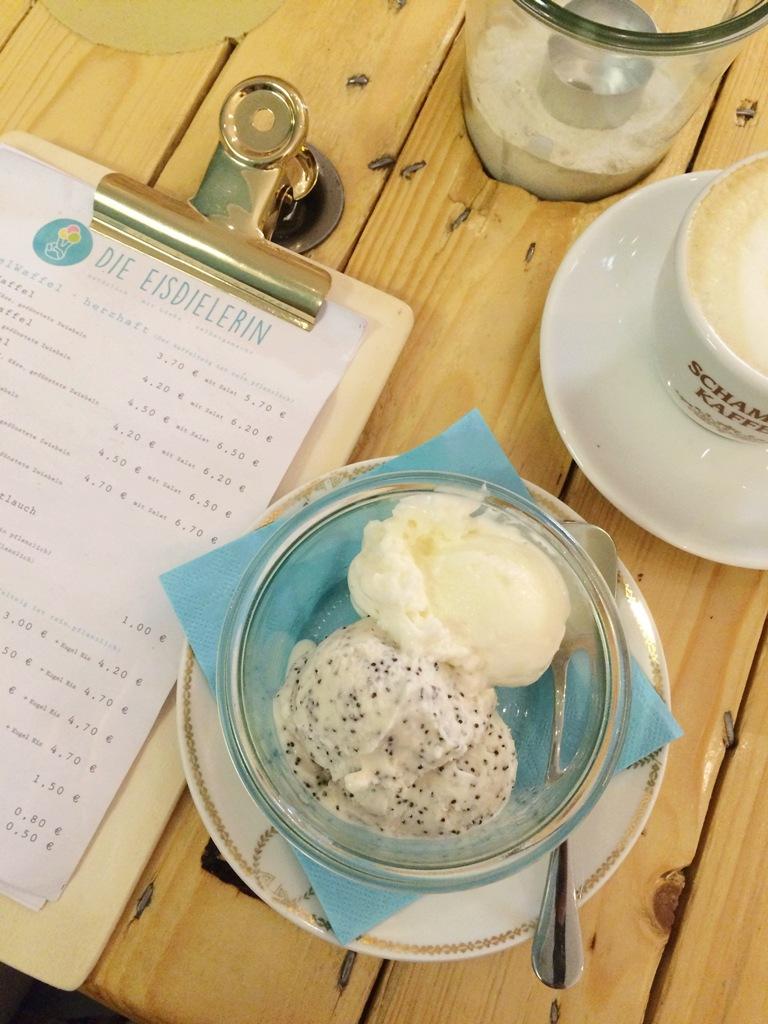 Mittwochs mag ich, Mmi, Die Eisdielerin Köln Ehrenfeld, Venloer Straße, Eisdiele, Eiscafé, Café, Waffeln, ausgefallene Eissorten, Cafétipp Köln, Schamong Kaffee