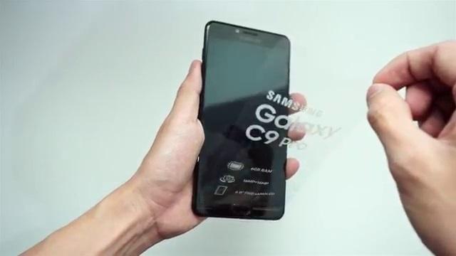 Kletek plastik bagian depan Samsung C9 Pro