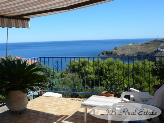 ab real estate france villa in enjoyable seaside setting for sale in collioure area languedoc. Black Bedroom Furniture Sets. Home Design Ideas