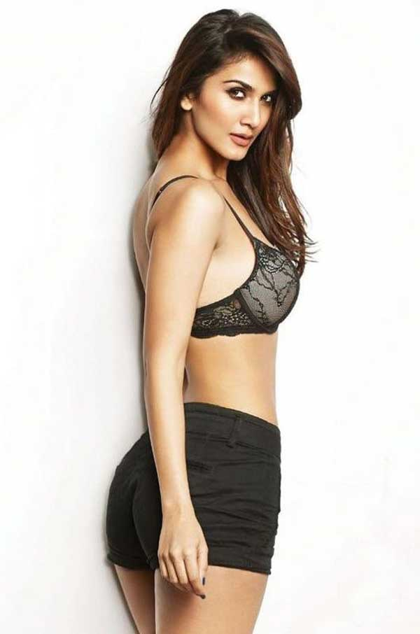 Vaani Kapoor Photos, Hot Images, HD Wallpapers and Biography