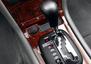 memang mengendarai mobil matic sangatlah mudah dan paling enak dipakai di jalanan datar s Gejala Transmisi Matic Mobil Bermasalah
