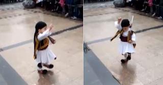 2χρονο τσολιαδάκι έκλεψε τις εντυπώσεις στην Τρίπολη - ΒΙΝΤΕΟ