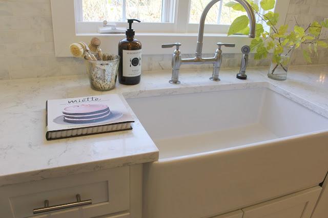 LG Viatera-quartz-Minuet-countertop-white-kitchen-farmhouse