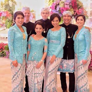Model Kebaya Kombinasi Batik