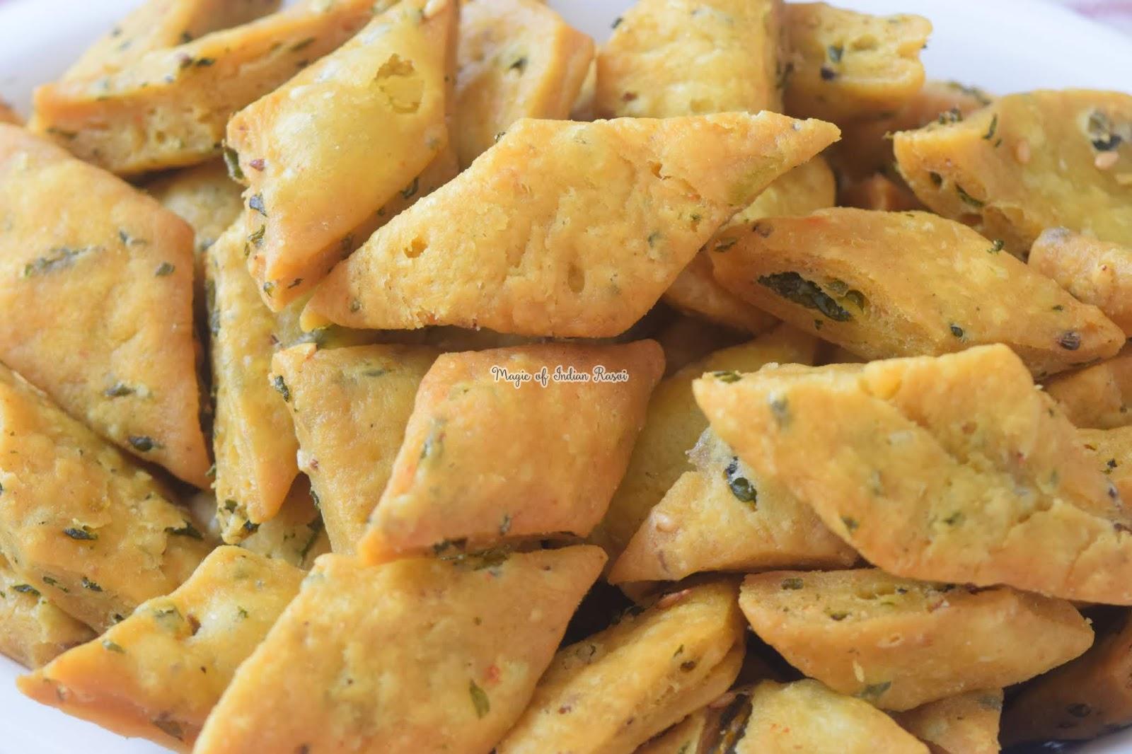Masala Palak Mathri Recipe 1
