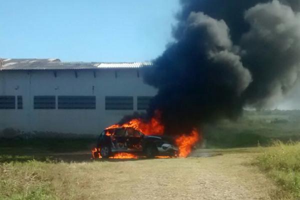 viatura-da-policia-militar-pega-fogo-em-Maranguape